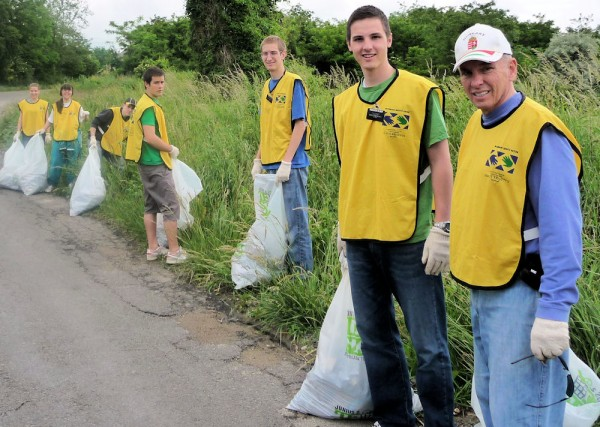 Many in the Pécs Clean-up Group