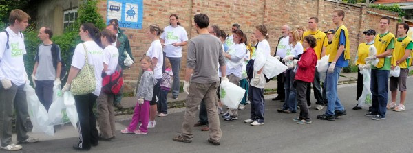 Clean-up with Others in Pécs
